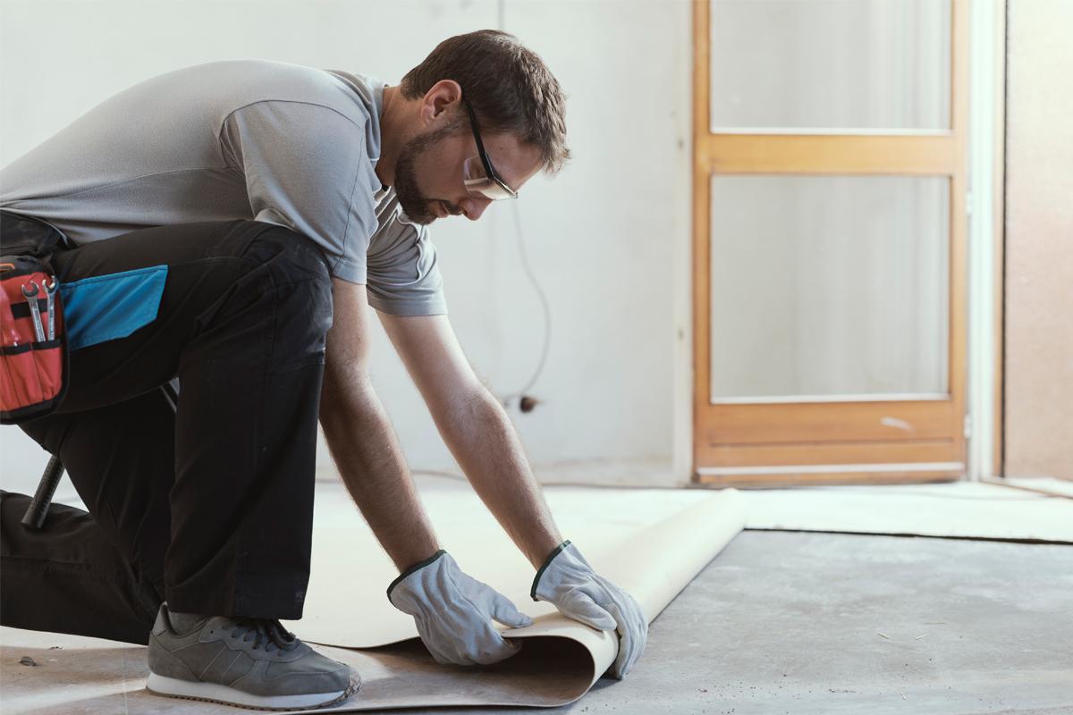 Hombre trabajando en reformas del hogar